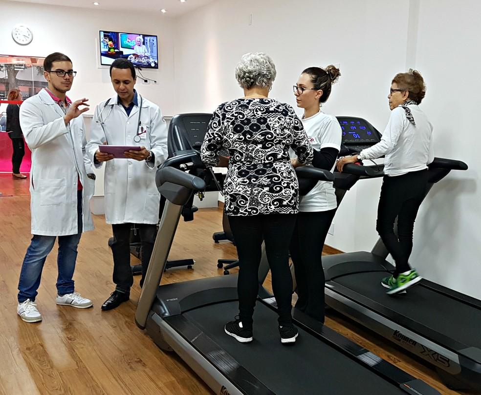 Médicos e treinadores trabalham em conjunto na reabilitação cardíaca (Foto: Renata Domingues)