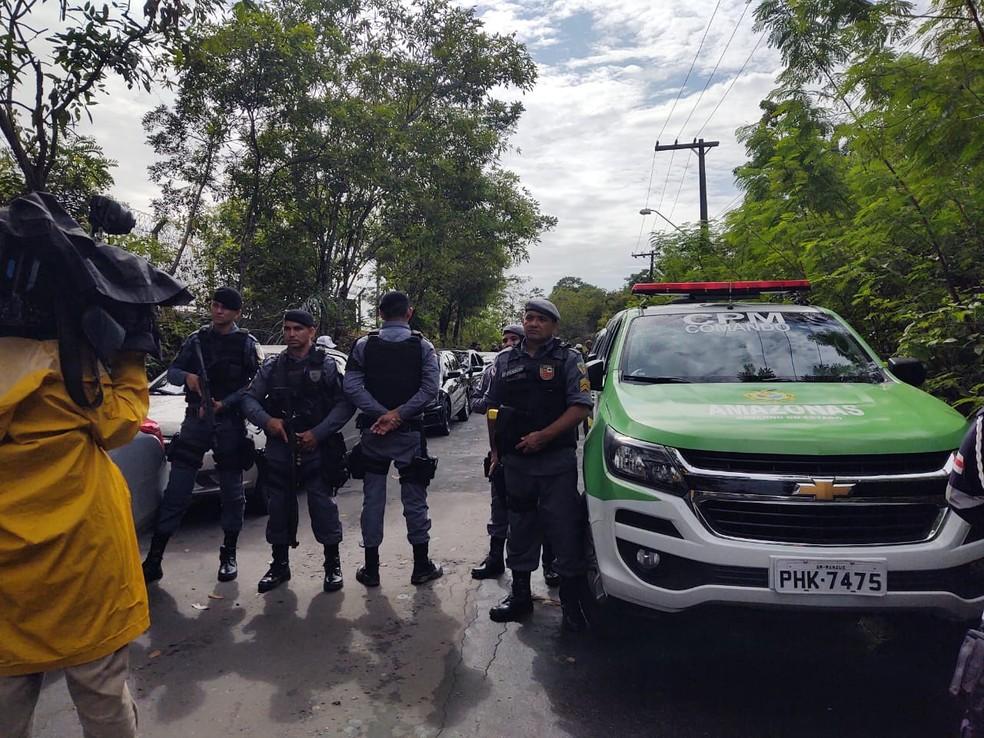 Motoristas de aplicativos fecham entrada de distribuidoras e protestam contra alto preço do combustível, em Manaus — Foto: Eliana Nascimento/G1 AM