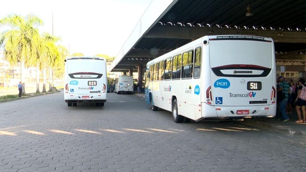 Ônibus Transcol no Terminal de Campo Grande, em Cariacica, ES — Foto: Reprodução/TV Gazeta