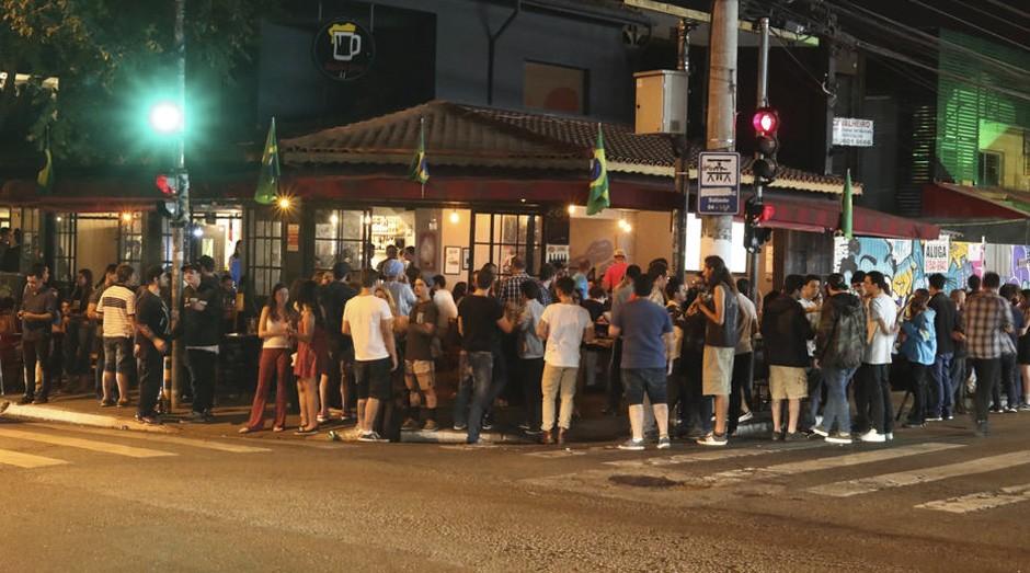 'Litrão de 10' e público na rua incomodam vizinhança (Foto: Estadão Conteúdo)