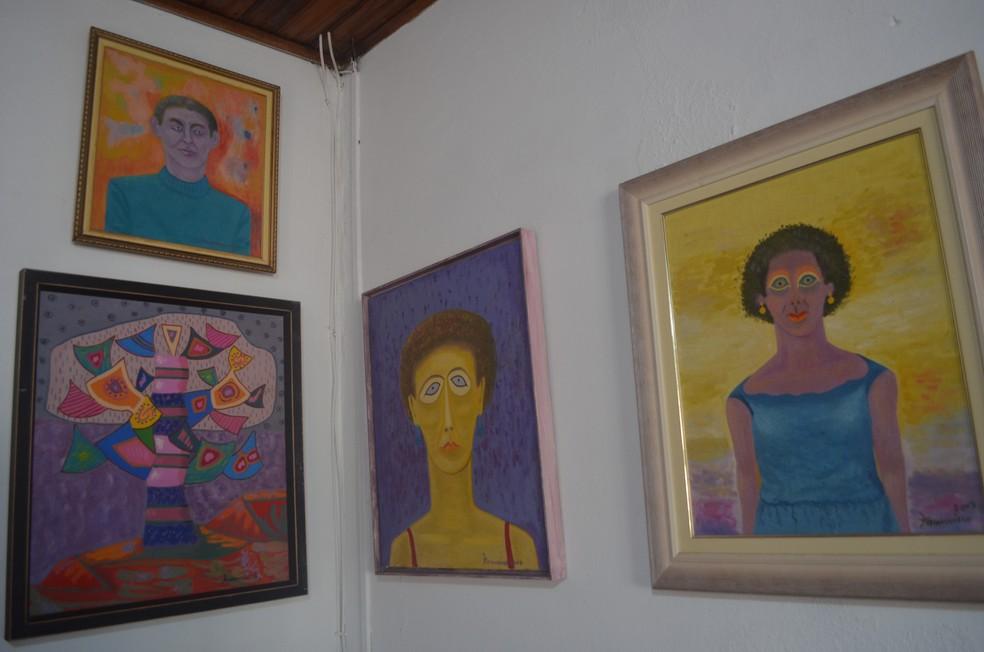 São mais de 350 telas confeccionadas por Adão Francisco — Foto: Aline Costa/G1