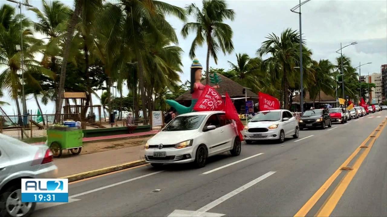 Em Maceió, manifestantes protestam contra o presidente Jair Bolsonaro