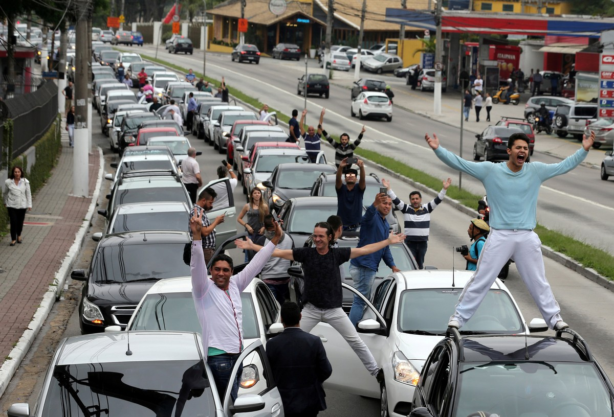 Taxistas lamentam 'atraso para fiscalizar', e apps comemoram resultado de votação no Senado