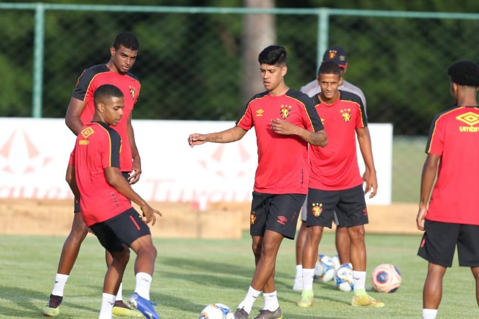 Volante Betinho foi contratado pelo Sport nesta temporada — Foto: Aldo Carneiro (Pernambuco Press)