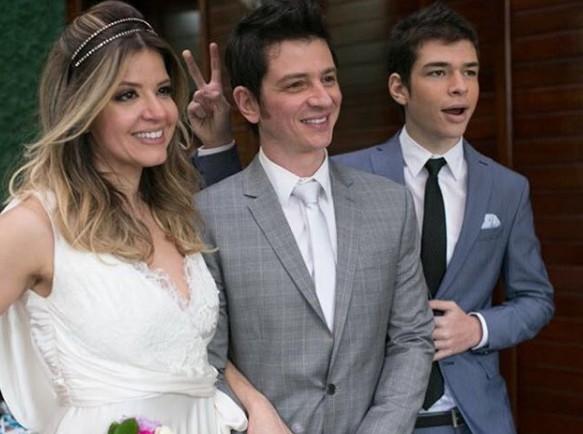 Mariana Santos com o marido, Rodrigo, e o enteado, Vinícius (Foto: Reprodução Instagram)