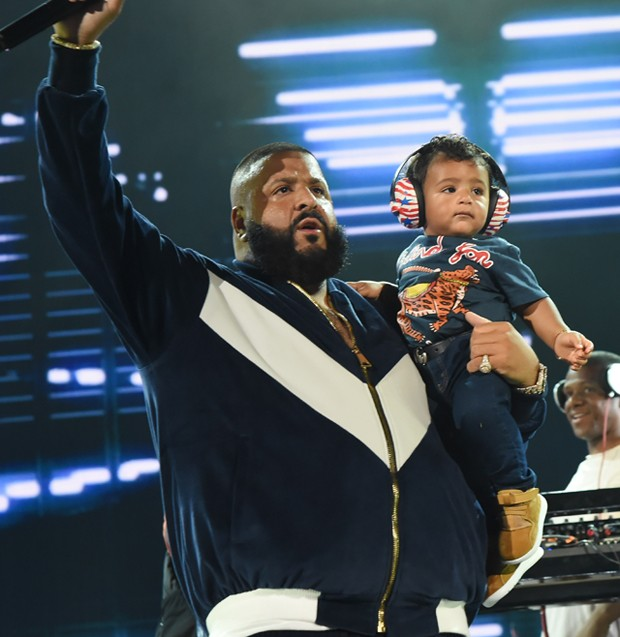 DJ khaled e o pequeno Asahd (Foto: Rick Diamond/One Voice: Somos Live!/Getty Images)