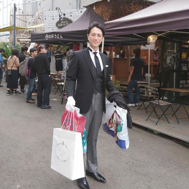 Muitas vezes Yuichi Ishii precisa recorrer a seu caderno de anotações para lembrar detalhes do personagem que vai encarnar (Foto: Divulgação)
