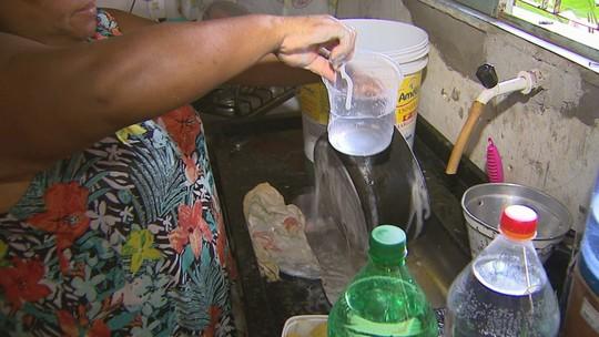 Com nível baixo de córrego, moradores de Pitangueiras, SP, enfrentam falta d'água há um mês