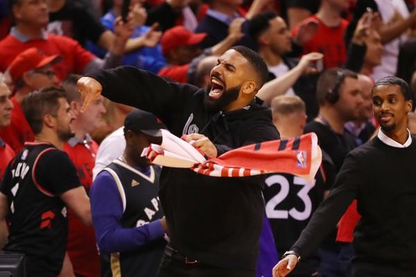 Drake fica alucinado após classificação inédita de seu time para a final da NBA