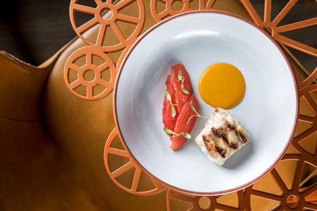 Pescado, tomate assado e moqueca do novo menu do Oro (Foto: divulgação)