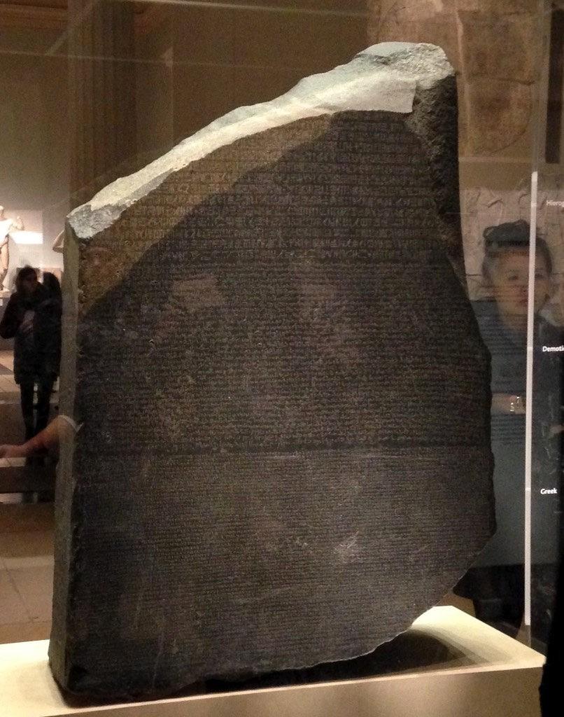 Pedra de Roseta, exposta do Museu Britânico, em Londres (Foto: Flickr/Malcom Manners/Creative Commons)