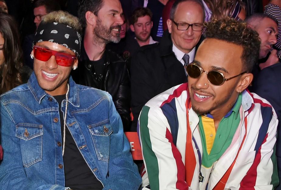 d7e09f98a3d3a Cheio de estilo, Neymar curte fim de folga em desfile de moda com o ...