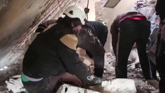 Vídeo mostra resgate de crianças após bombardeios na Síria; assista