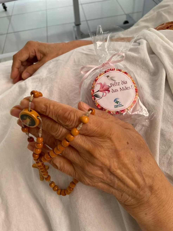 Mães internadas com Covid-19 recebem homenagem no Hospital São Luiz, em Mossoró — Foto: Cedida