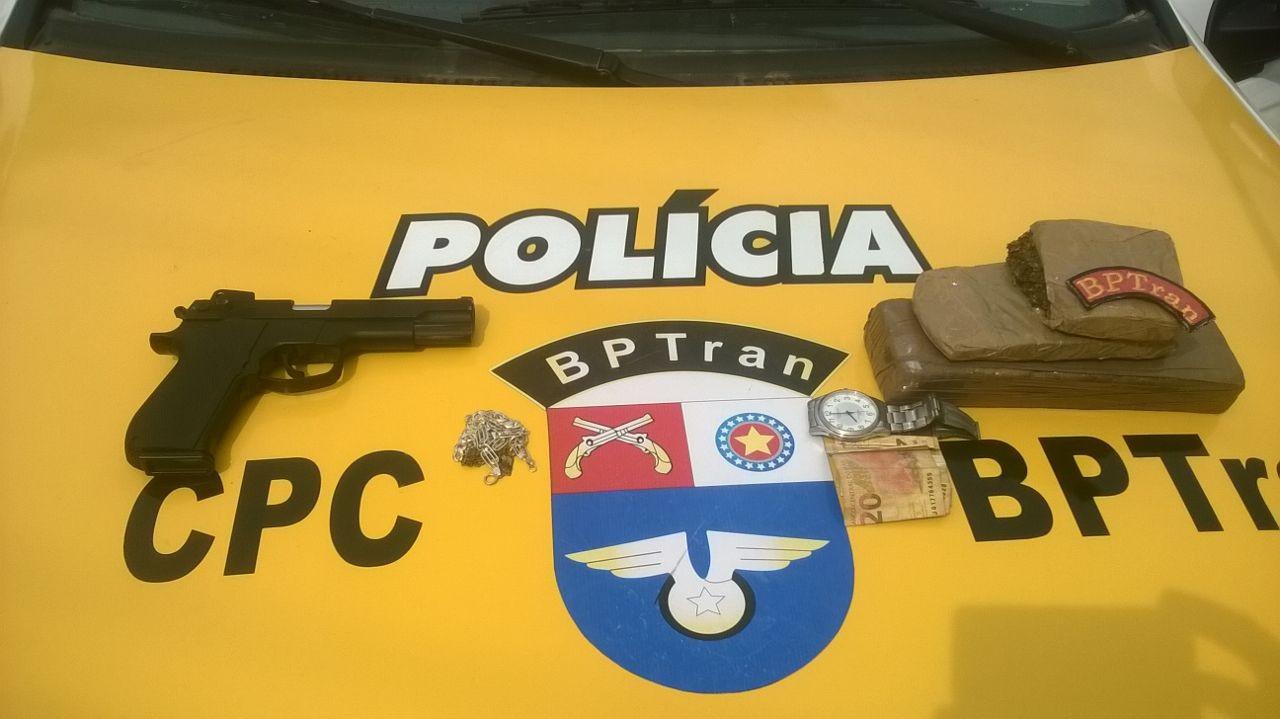 Dupla é presa com maconha após tentar fugir da polícia em Maceió