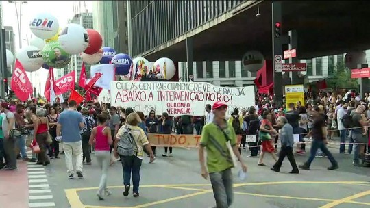 Protesto em SP contra a reforma da Previdência fecha a Paulista