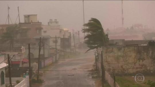 Ciclone atinge a costa leste da Índia com ventos de até 165 km/h