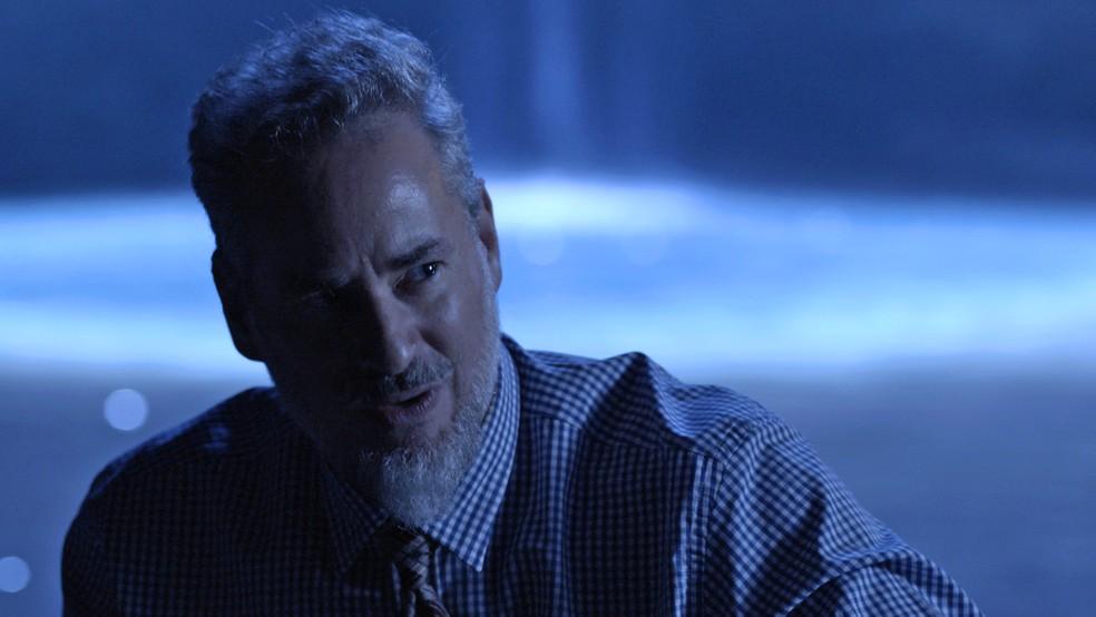 Eurico (Dan Stulbach) fica perplexo com os castigos que terá que escolher, em 'O Sétimo Guardião' — Foto: TV Globo