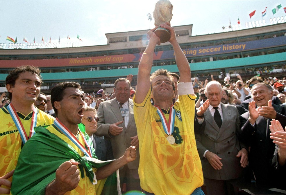 Dunga e Romário dividiram quarto e comemoraram juntos o título da Copa do Mundo de 1994 — Foto: Getty Images