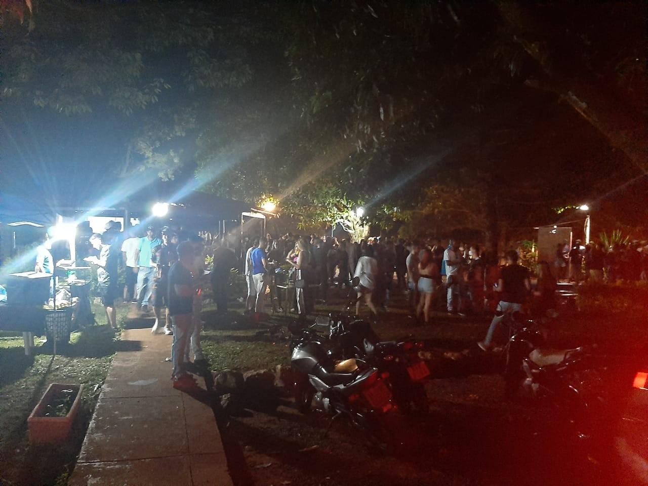 Covid-19: fiscalização encerra festa com cerca de 600 pessoas em Uberaba