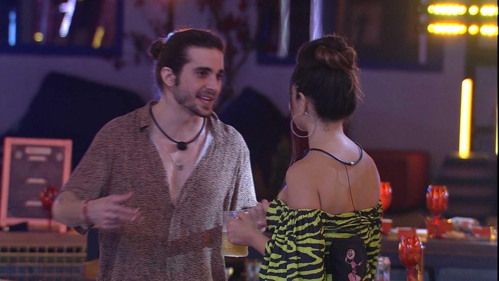 Fiuk compara Juliette com cantora Selena Gomes e afirma: 'Eu acho você mais bonita' — Foto: Globo