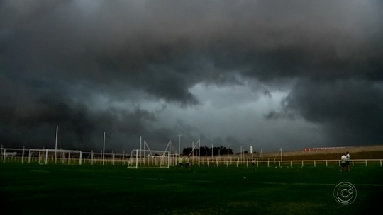 Imagem mostra tempestade chegando na região noroeste paulista; vídeo