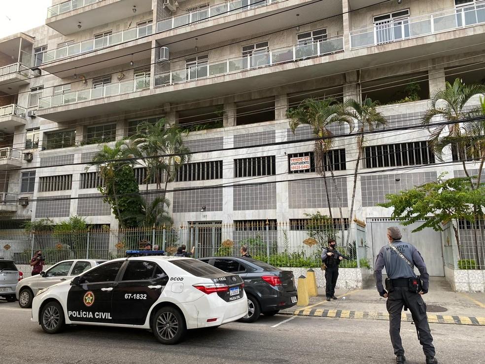 Operação Overload cumpre mandado em Ramos — Foto: Leslie Leitão/TV Globo