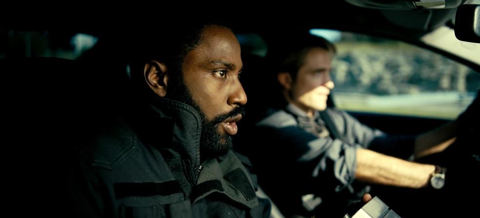 John David Washington e Robert Pattinson em cena de 'Tenet' — Foto: Divulgação