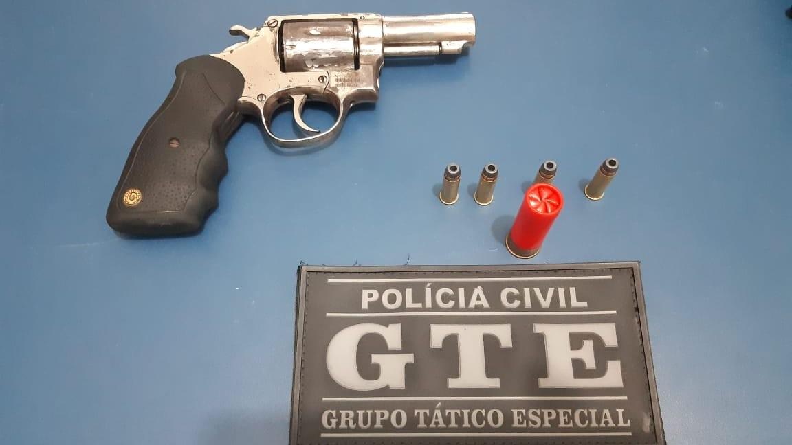 Suspeito de chefiar facção criminosa na PB é preso após troca de tiros com a polícia