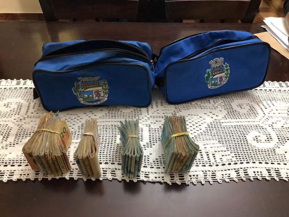 Dinheiro encontrado na casa do prefeito de Japeri (Foto: Reprodução/ Polícia Civil)