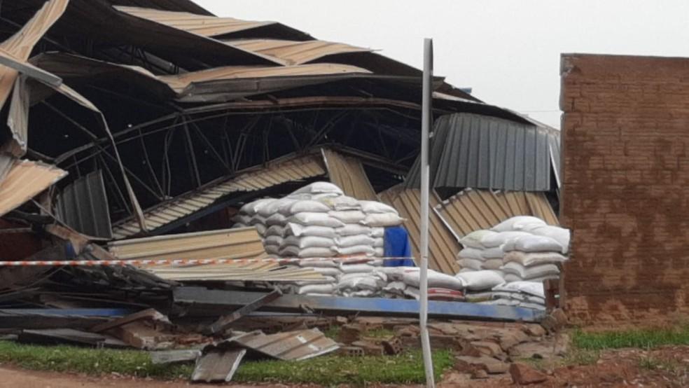 Estrutura metálica desabou em Ji-Paraná — Foto: Junior Caju/Rede Amazônica