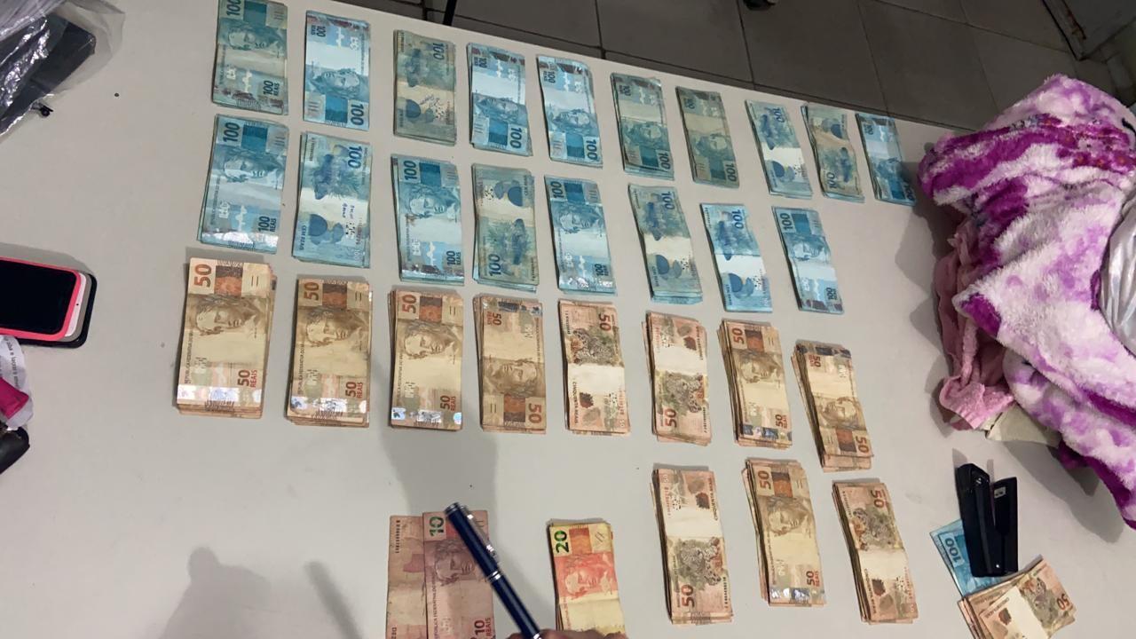Três são presos suspeitos de roubar R$ 30 mil de farmácia em Teresina