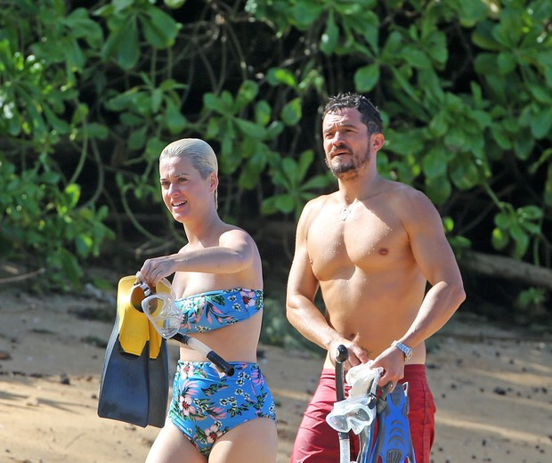 Photo © 2018 Splash News/The Grosby GroupEXCLUSIVEHawaii, 30 Dec, 2018.Orlando Bloom and Katy Perry spend their Christmas vacation on the beach in Hawaii with family. Orlando and Katy were joined by Orlando's mom Sonia for snacks, beers and snorkeli (Foto: Splash News/The Grosby Group)