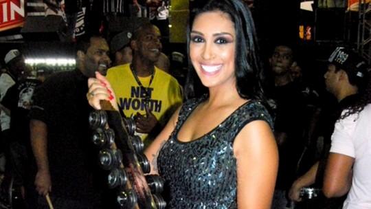 Ex-BBB Amanda Djehdian revela rotina para desfilar em duas escolas de samba