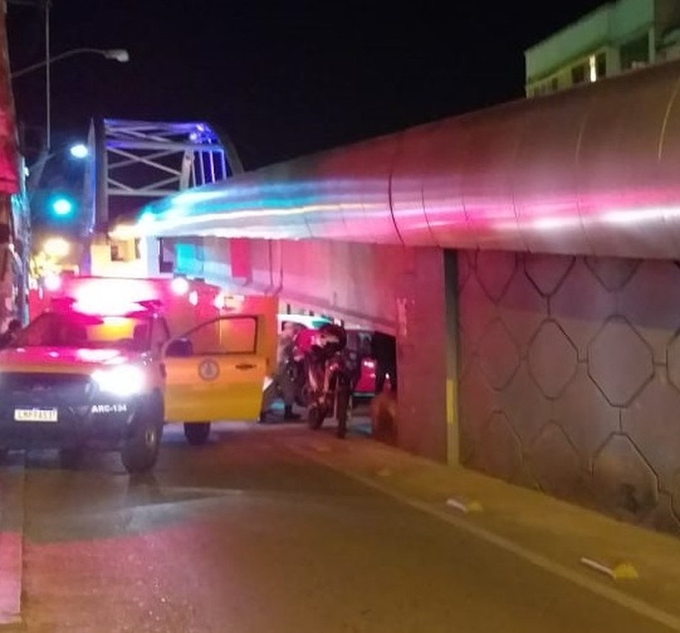 Homem é encontrado morto embaixo de viaduto em Três Rios  — Foto: TV Rio Sul/ Valber Mathias