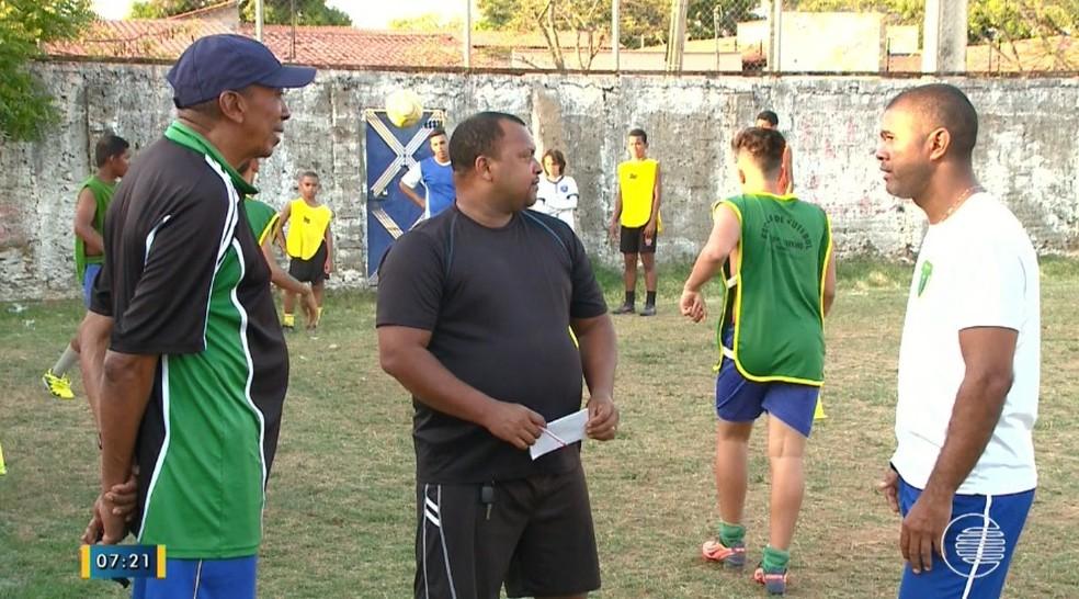 Toinho e Gibi coordenam projeto de base com garotos e lideram times na semifinal da Copa Piauí feminina (Foto: Elbert Ribeiro/TV Clube)