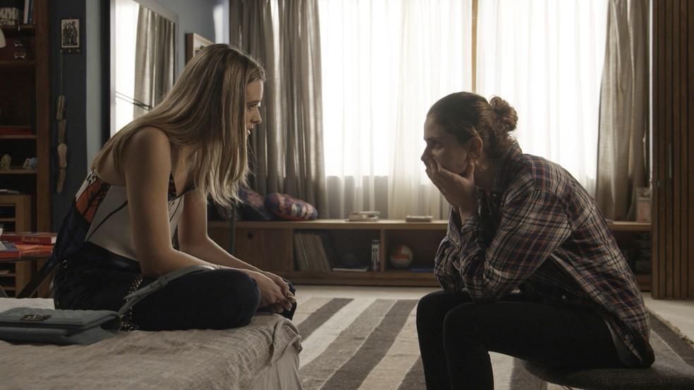 Ivana revela que é transgênero e Simone fica surpresa — Foto: Globo