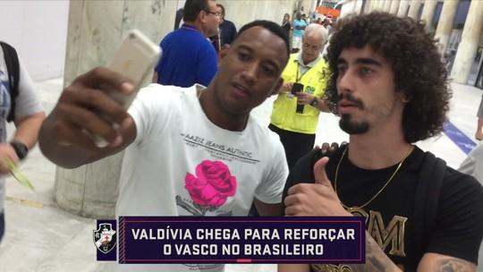 """Comentaristas discutem acerto de Valdívia com Vasco: """"O problema dele sempre foi cabeça"""", diz Lino"""
