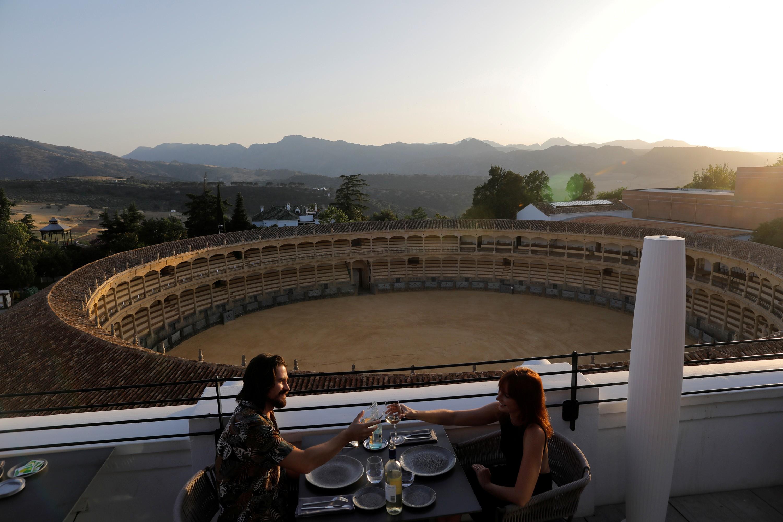 Portugal e Espanha reabrem fronteira para turismo após 3 meses thumbnail