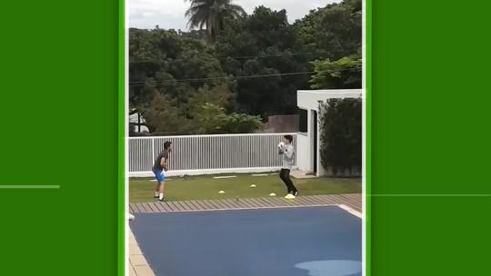 """Filho treina com preparador de goleiros do Cruzeiro, e Fábio elogia: """"Tá com estilo"""""""