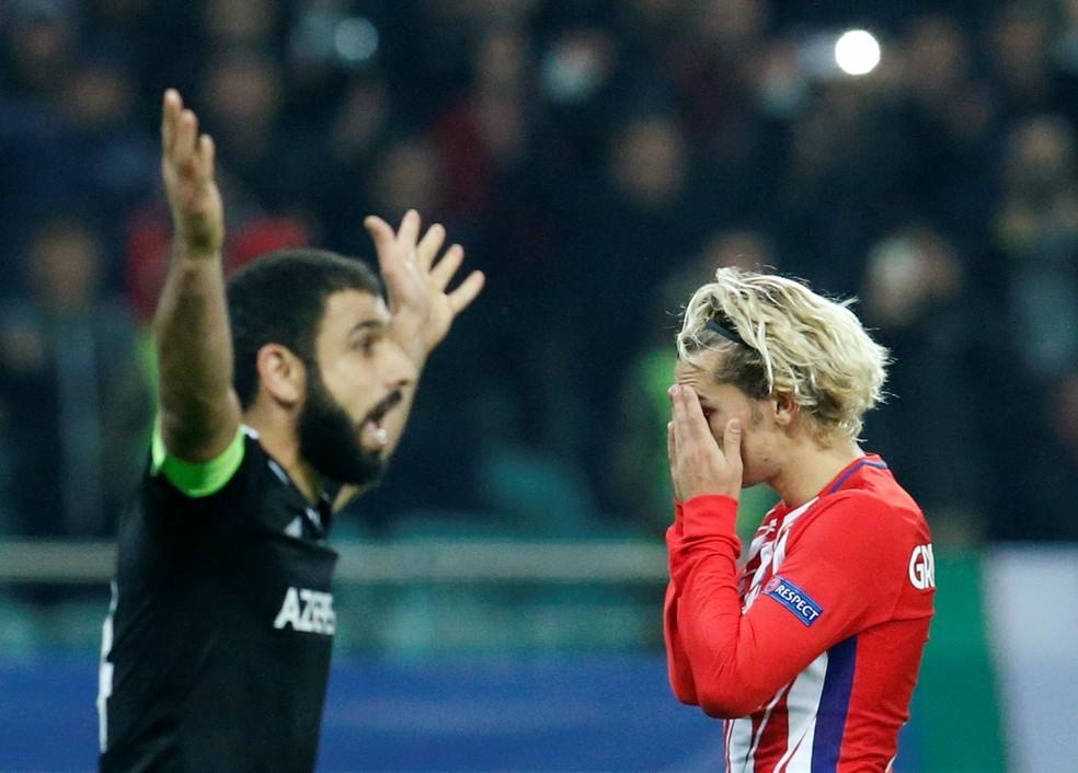 Antoine Griezmann parece não acreditar no empate (Foto: Reuters)
