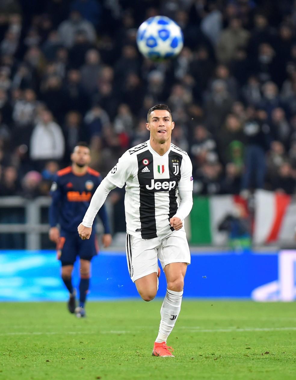 Cristiano Ronaldo: primeiro jogador a ganhar 100 partidas pela Liga dos Campeões da Uefa — Foto: Massimo Pinca/Reuters