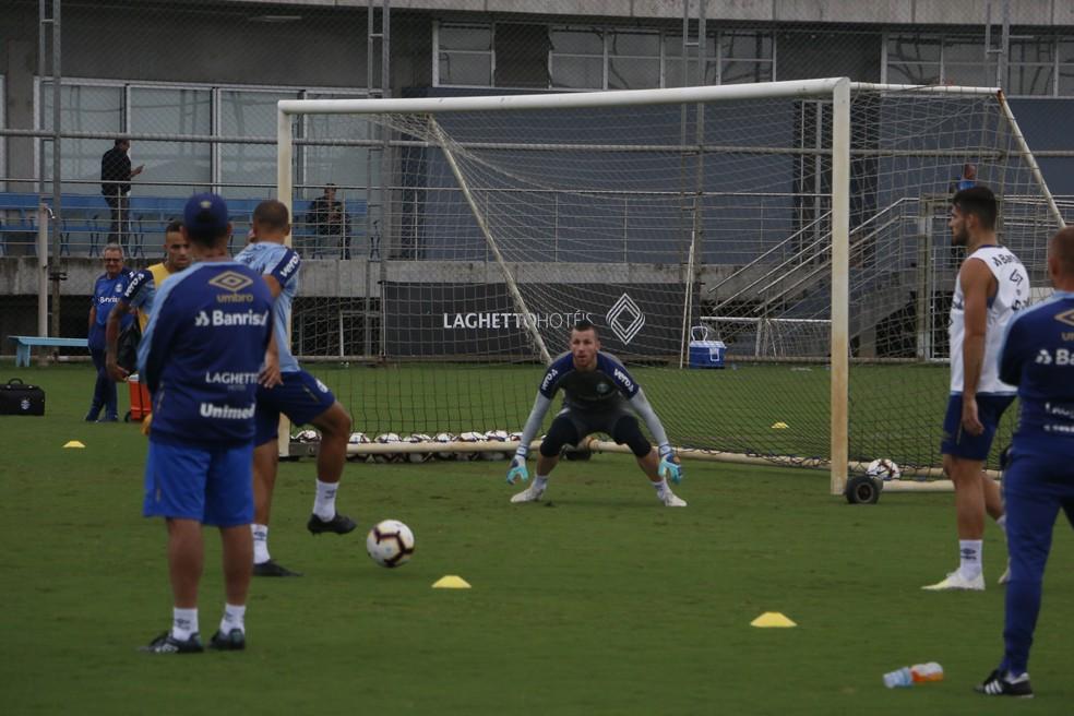 Paulo Victor em treino do Grêmio — Foto: Eduardo Moura