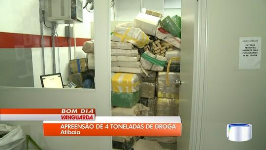 Oito são presos com 4,6 toneladas de maconha escondidas em carreta em Atibaia, SP