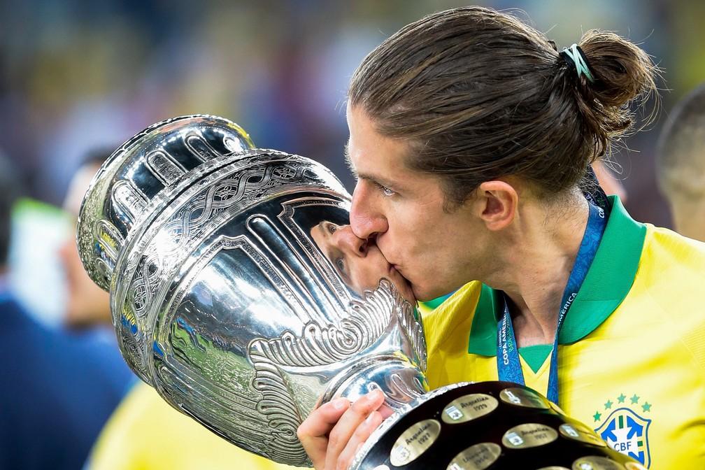 Filipe Luis foi campeão da Copa América com o Brasil — Foto: MARCELLO ZAMBRANA/AGIF/ESTADÃO CONTEÚDO