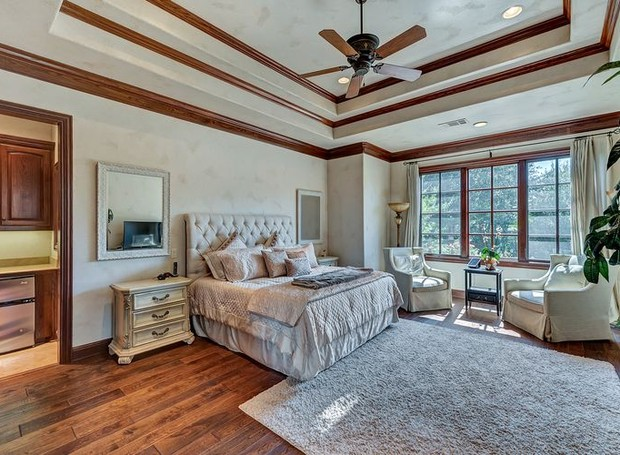 A suíte conta com uma pequena cozinha (Foto: Christie's International Real Estate/ Reprodução)
