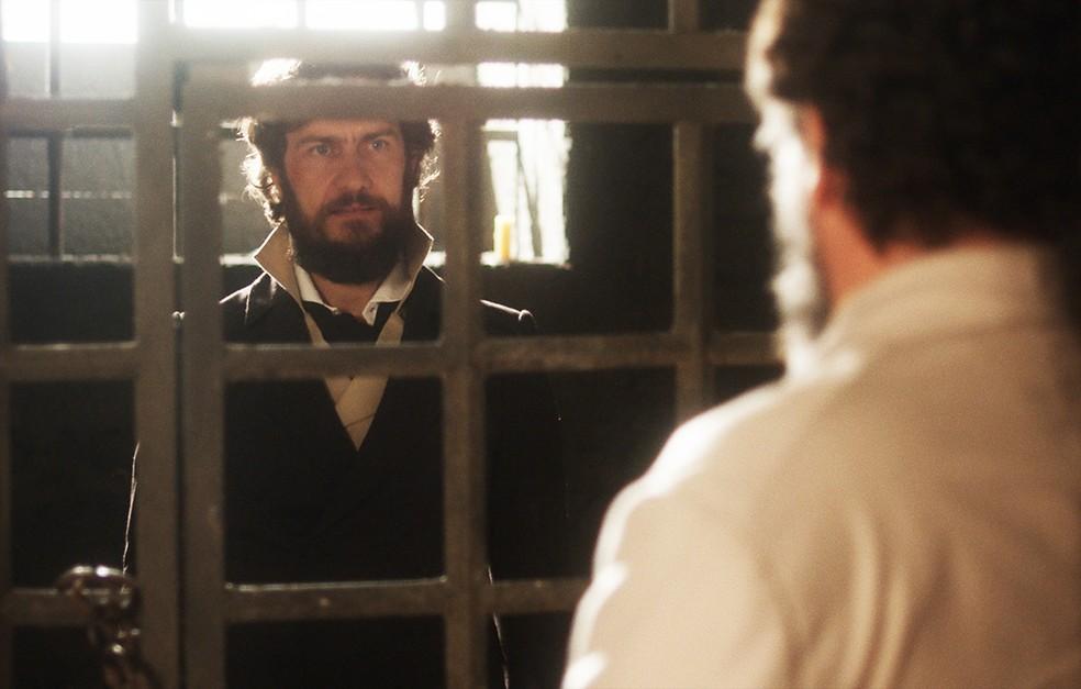 Thomas (Gabriel Braga Nunes) é preso, em 'Novo Mundo' — Foto: TV Globo