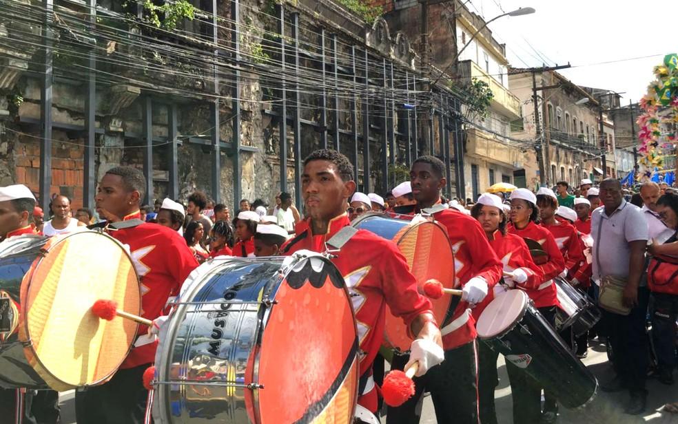 Grupo de fanfarra no desfile cívico ao Dois de Julho, em Salvador — Foto: Alan Oliveira/G1