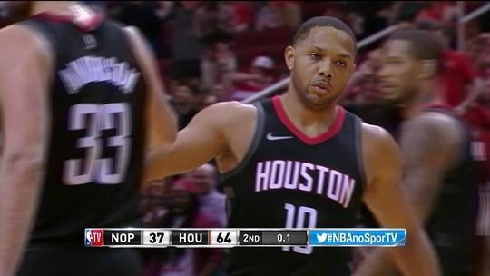 Gordon anota três em contra-ataque de Houston no fim do 2º Q. Pelicans 37 x 64 Rockets