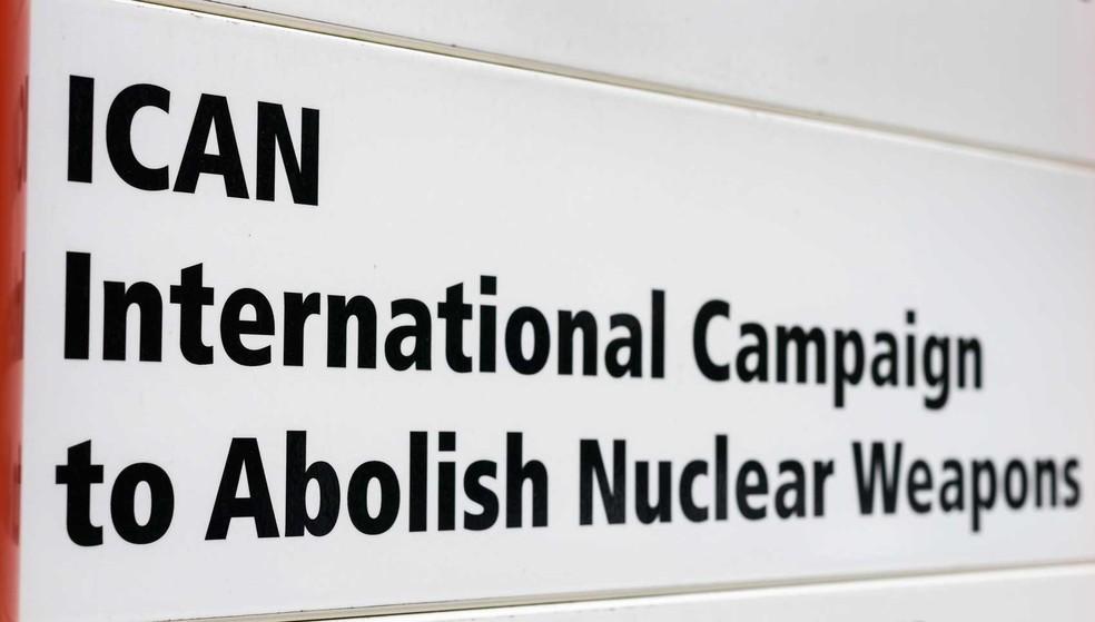 ONG Campanha Internacional para Abolir Armas Nucleares (ICAN) leva Nobel da Paz (Foto: Fabrice Coffrini / AFP Photo)